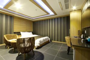 Suwon Orsay Business Hotel, Hotely  Suwon - big - 19