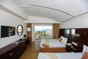 Superior Deluxe Room with Ocean View (2 Adults + 1 Child)