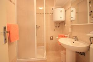 One-Bedroom Apartment in Crikvenica XII, Апартаменты  Цриквеница - big - 9