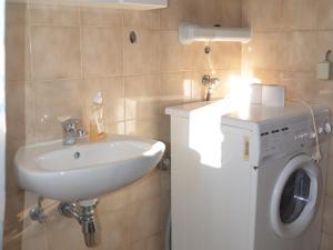 One-Bedroom Apartment in Rovinj/Istrien 11748, Apartmány  Rovinj - big - 1
