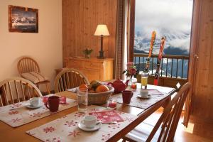 Residence Hedena Les Chalets des Cimes By Locatour, Apartmány  La Toussuire - big - 5