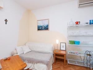 Two-Bedroom Apartment in Rab VI, Apartmány  Barbat na Rabu - big - 5