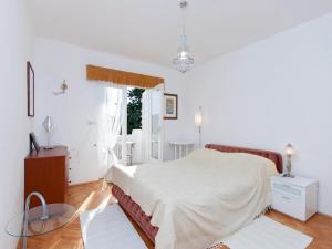 Two-Bedroom Apartment in Rab VI, Apartmanok  Barbat na Rabu - big - 3