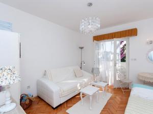 Two-Bedroom Apartment in Rab VI, Apartmány  Barbat na Rabu - big - 8