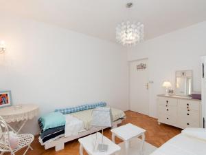 Two-Bedroom Apartment in Rab VI, Apartmány  Barbat na Rabu - big - 7