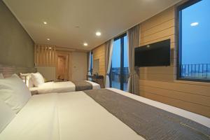 Benikea I-Jin Hotel, Hotely  Jeju - big - 47