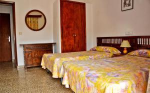 Hostal Alocs, Affittacamere  Playa d'Es Figueral - big - 4