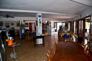 Hostal Alocs, Affittacamere  Playa d'Es Figueral - big - 17