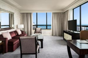 Deluxe King Suite - Lakeside