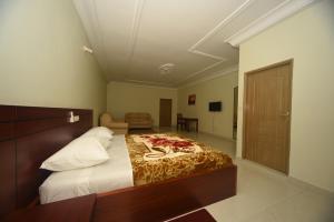 Hotel Mirambeau, Отели  Ломе - big - 13