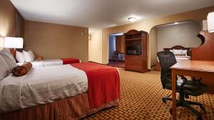 Queen Suite with Three Queen Beds