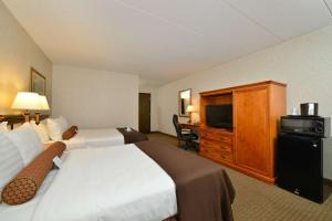 Queen Room with Two Queen Beds and Pool View
