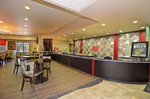 Best Western Premier Crown Chase Inn & Suites, Отели  Denton - big - 123