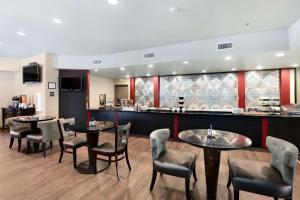 Best Western Premier Crown Chase Inn & Suites, Отели  Denton - big - 126