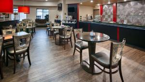 Best Western Premier Crown Chase Inn & Suites, Отели  Denton - big - 150