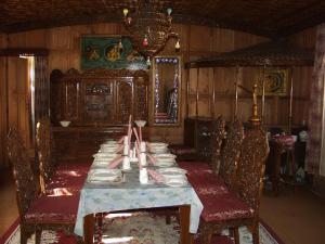 Alif Laila Group of Houseboats, Ботели  Сринагар - big - 9