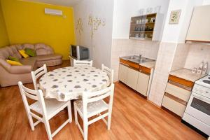 Apartment Tribunj 4201a, Apartmány  Tribunj - big - 5