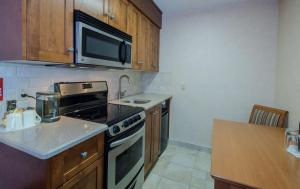 Queen Room with River View with Kitchenette - Non smoking