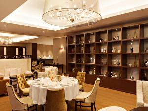 Joy~Nostalg Hotel & Suites Manila Managed by AccorHotels, Апарт-отели  Манила - big - 17