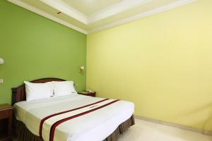 RedDoorz near Ambarukmo Plaza 3, Penzióny  Yogyakarta - big - 3