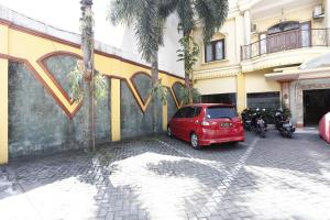 RedDoorz near Ambarukmo Plaza 3, Penzióny  Yogyakarta - big - 10