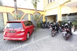 RedDoorz near Ambarukmo Plaza 3, Penzióny  Yogyakarta - big - 19