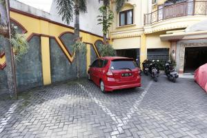 RedDoorz near Ambarukmo Plaza 3, Penzióny  Yogyakarta - big - 11