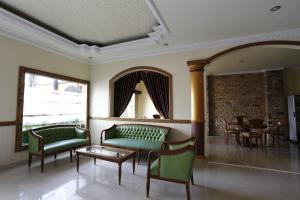RedDoorz near Ambarukmo Plaza 3, Penzióny  Yogyakarta - big - 16