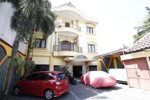 RedDoorz near Ambarukmo Plaza 3, Penzióny  Yogyakarta - big - 18