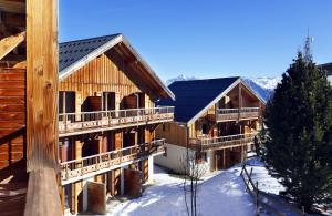 Residence Hedena Les Chalets des Cimes By Locatour, Apartmány  La Toussuire - big - 1