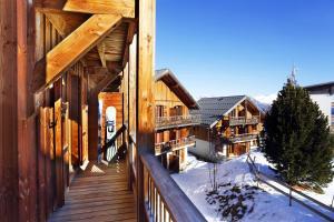 Residence Hedena Les Chalets des Cimes By Locatour, Apartmány  La Toussuire - big - 9