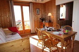 Residence Hedena Les Chalets des Cimes By Locatour, Apartmány  La Toussuire - big - 4