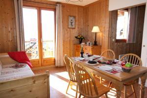 Residence Hedena Les Chalets des Cimes By Locatour, Apartmány  La Toussuire - big - 2