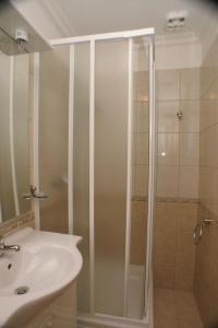 Apartment Brodarica 4194a, Apartments  Brodarica - big - 2