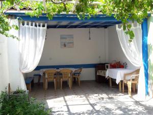 Popovi Guest House, Guest houses  Pomorie - big - 8