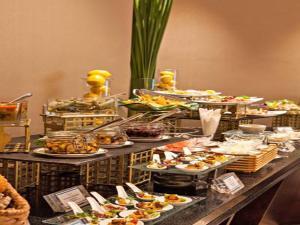 Joy~Nostalg Hotel & Suites Manila Managed by AccorHotels, Апарт-отели  Манила - big - 23