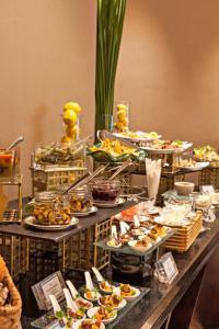 Joy~Nostalg Hotel & Suites Manila Managed by AccorHotels, Апарт-отели  Манила - big - 22