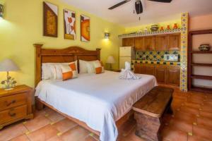 Casa Virgilios B&B, Bed & Breakfast  Nuevo Vallarta  - big - 1