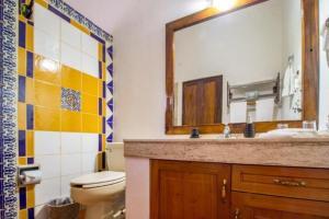 Casa Virgilios B&B, Bed & Breakfast  Nuevo Vallarta  - big - 8