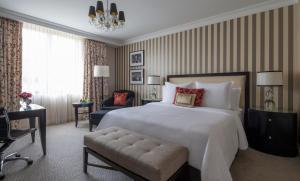 Rom Modern med king-size-seng