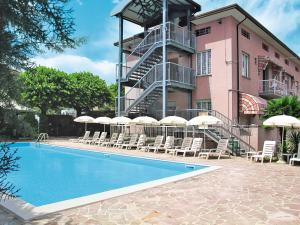Residence Poggio al Lago 100S - AbcAlberghi.com