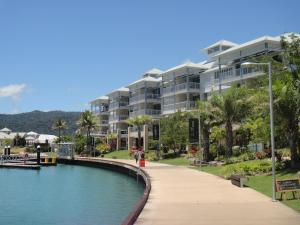 Boathouse Port of Airlie, Apartments  Airlie Beach - big - 1