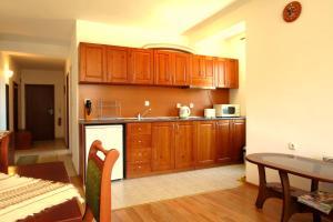 Edelweiss Park Hotel, Hotely  Bansko - big - 33