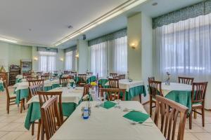 Hotel Austria, Szállodák  Caorle - big - 77