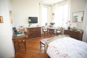 Chambres d'hotes Autour de la Rose, Bed and Breakfasts  Honfleur - big - 9