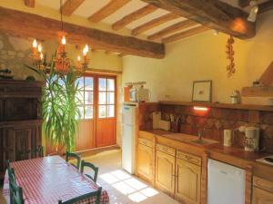 Holiday Home La Brosse, Ferienhäuser  Neuillé - big - 32