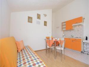 One-Bedroom Apartment Biograd 01, Апартаменты  Биоград-на-Мору - big - 9