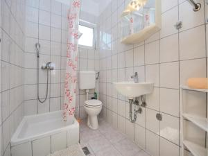 One-Bedroom Apartment Biograd 01, Апартаменты  Биоград-на-Мору - big - 14