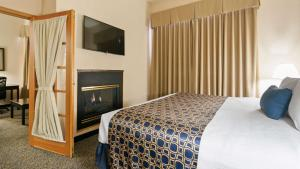 Suite with Two Queen Beds and Sofabed - Fireplace - Non Smoking