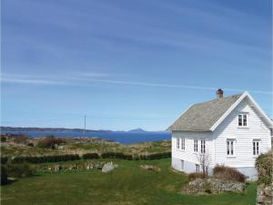 Four-Bedroom Holiday Home in Sveio, Case vacanze  Sveio - big - 1
